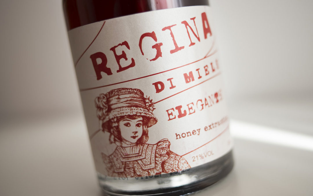 Regina Di Miele: Το ελληνικό ποτό με μέλι και κανέλα.